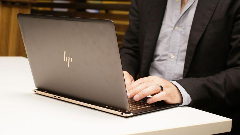Bi-mat-dang-sau-nhung-chiec-laptop-cu-sieu-mong1